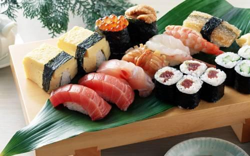 Фото суши роллы и пиво - d18